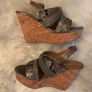 Stud wedges